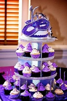 cupcakes could be purple? Green? need 16 for top and mask