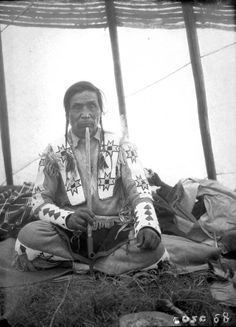 41 Photos Document Everyday Life of Native Americans in Western Canada, - History Daily Native American Lessons, Native American Children, Native American Print, Native American Pictures, Native American Tribes, Native American History, American Life, Blackfoot Indian, Native Indian