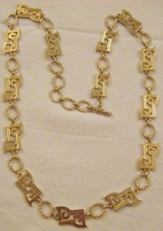 BELLISSIMA COLLANA LUNGA 100 cm in metallo dorato lucido FIRMATA ..... PIERRE CARDIN