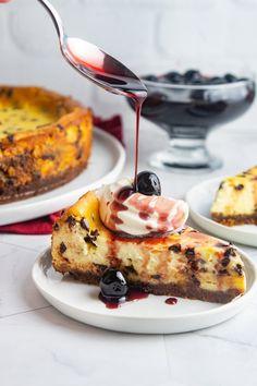 Mascarpone Cannoli Cheesecake Italian Desserts, Just Desserts, Italian Pastries, Fall Desserts, Italian Recipes, Delicious Desserts, Cheesecake Recipes, Dessert Recipes, Giada Recipes