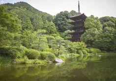 香山公園内瑠璃光寺五重塔