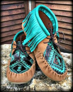 49 Awesome Boho Shoes Ideas For Inspiration Western Shoes, Western Wear, Cowgirl Style, Cowgirl Boots, Cute Shoes, Me Too Shoes, Awesome Shoes, Boho Shoes, Hippie Shoes