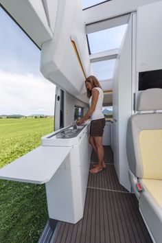 Volkswagen adds size and smarts with new California XXL camper van concept : The kitchen includes two deployable worktop extensions for extra prep space Kombi Motorhome, Vw Camper, Camper Trailers, Tiny Trailers, Zelt Camping, Van Camping, Camping Signs, Camping Meals, Auto Camping