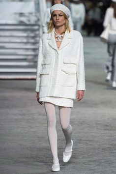 Chanel Resort 2019 Fashion Show Collection: See the complete Chanel Resort 2019 collection. Look 6