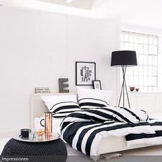 Bettwäsche ist immer ein zusätzliches Mittel zur Gestaltung des Schlafzimmers. So setzt die schwarz-weiß-gestreifte Bettwäsche einen charakteristischen Akzent.…