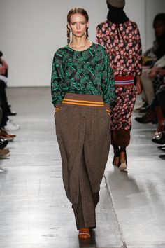 A Detacher Fall/Winter Runway Fashion, Fashion Show, Harem Pants, My Photos, Fall Winter, New York, Collections, Harem Jeans, New York City