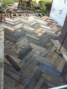 Sparren der Terrasse in Pallet Europe Pallet Flow-. - Sparren der Terrasse in Pallet Europe Pallet Flow-. Pallet Patio Decks, Pallet Porch, Diy Deck, Diy Patio, Backyard Patio, Backyard Landscaping, Palet Deck, Outdoor Pallet, Backyard Pallet Ideas