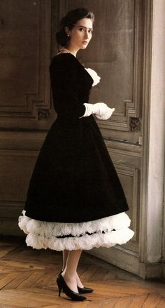 Oh my goodness!!  I loooove this 1957 Dior dress!  (Look at the white frills at the hem and neckline.)