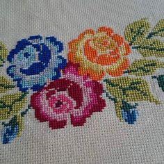 Cross Stitch Art, Cross Stitch Borders, Cross Stitch Embroidery, Cross Stitch Patterns, Palestinian Embroidery, Stitch 2, Crochet Crafts, Hand Stitching, Needlework