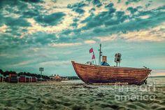 Binz is the largest seaside resort on the German island of Ruegen. Seaside Resort, Baltic Sea, Modern Graphic Design, Fishing Boats, Island, Painting, Germany, Photograph, Clouds