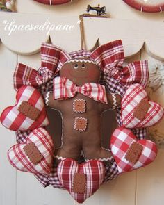 GARLAND GINGERBREAD AND HEART'S gingerbread man and hearts wreath idea