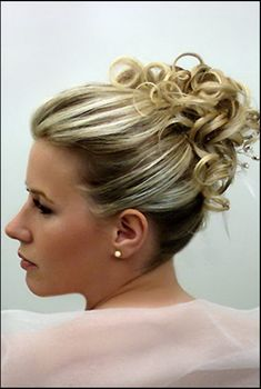 Chignon cheveux mi long Frosted Hair, Curly, Braided Updo, Mother Of The Bride, Updos, New Hair, Braids, Hair Beauty, Hairstyle