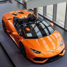 Lamborghini Huracan Spyder. Car of the Day: 17 December 2015.