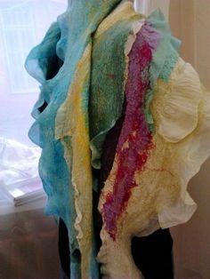 Давно хотела сделать шарф именно в этой концепции... Покрасить разные кусочки и собрать воедино. Конечно, у меня есть куча всяких цветных лоскутков. Но мы же не ищем лёгких путей! Так вот - поскольку одежду я зачастую делаю на основе из шёлка, то поднакопилось энное количество обрезков, которые ни туда, ни сюда.... И уже давненько лежит краситель 'Прибой'.