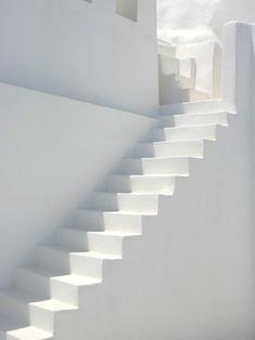 Escaliers blancs - #inspiration #blanc