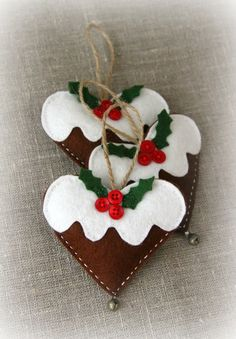 Hand made Christmas decorations Love this Christmas Wreath! Christmas gingerbread hearts with a bell, lavender, Chri. Homemade Christmas Decorations, Felt Decorations, Felt Christmas Ornaments, Christmas Gingerbread, Diy Ornaments, Beaded Ornaments, Gingerbread Ornaments, Christmas Makes, Noel Christmas
