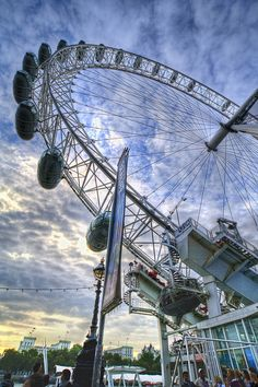 London Eye, London, UK - An Eye For Photography (London,England) by Mr Andy… London Landmarks, London Attractions, Pack Up And Go, Perspective Photography, London Architecture, World Cities, London Photography, London Eye, London Calling