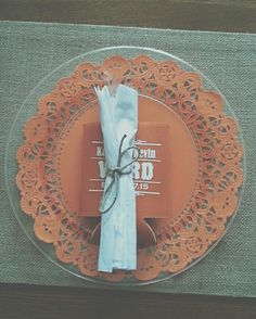Prettify your clear plastic plates. Colored paper doilies. Silverware wrapped in twine. # & Clear Plate Place Setting Idea | Plastic plates Paper doilies and ...