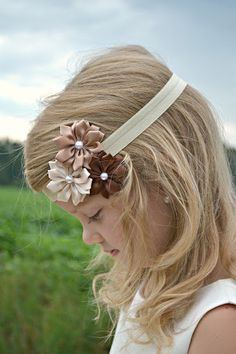 Brown Flower Bow Kids Hair Bows, Girls Bows, Floral Headbands, Baby Headbands, Satin Flowers, Fabric Flowers, Pretty Hairstyles, Girl Hairstyles, Rick Rack Flowers