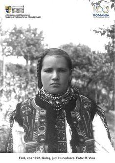 PRIVIND ISTORIA ÎN OCHI. 100 DE PORTRETE DE ȚĂRANI TRANSILVĂNENI   Muzeul Etnografic al Transilvaniei Folk Costume, Costumes, Romania, Arya, Inspiration, Ethnic, Europe, Fashion, Folklore