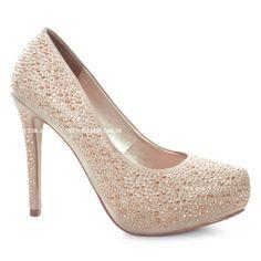 O modelo de noiva Divalesi possui detalhes em tachas e confeccionado em cetim, que deixa o calçado cheio de elegância e conforto!