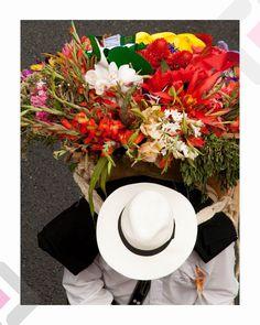 Silletero en la Feria de las Flores. Medellin, Colombia #fotAngo