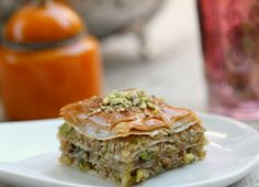 Fácil ydelicioso,es lo que puedo decir dela elaboración de este pastel árabe, simplemente es pasta filo y una mezcla de frutos secos y...
