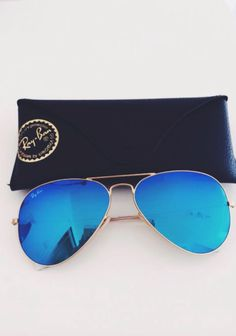 446e718c6a4 I m obsessed with the blue mirrored sunnies Fm ray ban Summer Sunglasses