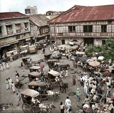A view of a make-shift market with vendors selling from stalls in Manila. Location: Manila, Philippines Date taken: 1942 Photographer: Carl Mydans Philippines Culture, Manila Philippines, Old Pictures, Old Photos, Vintage Pictures, Cuba, Philippine Architecture, Subic Bay, Church Backgrounds