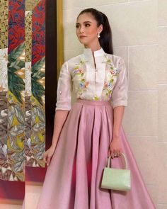 Long Prom Dresses Uk, Grad Dresses, Dress Outfits, Dress Up, Fashion Outfits, Modern Filipiniana Gown, Filipiniana Wedding, Barong Tagalog For Women, Filipino Fashion