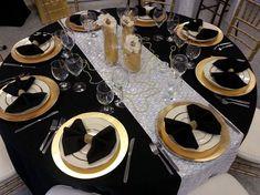 table festive pliage serviette Nouvel An style sophistiqué Decoration Evenementielle, Diy Party Decorations, Light Decorations, Deco Nouvel An, White Napkins, Silvester Party, Christmas Table Settings, Gold Party, Anniversary Parties