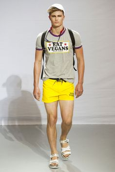 A model walking the runway during the Frankie Morello Spring/Summer 2014 fashion show during Milan Fashion Week in Italy - June 2013 - Photo: Runway Manhattan/Stipaphoto Bright Shorts, Yellow Shorts, Spring Fashion Trends, Spring Summer Fashion, Fashion 2014, Spring 2014, Summer 2014, Men Summer, Milan Fashion