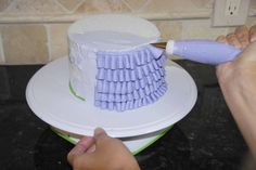 Calavera Cakery: bolos los Branco e Babados ruffly (digamos that 5-fold Rápido)