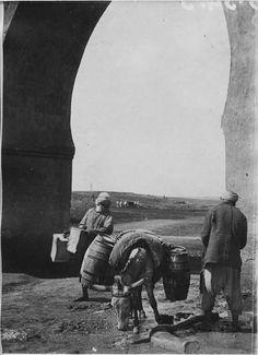 Rabat  Fontaine  Indigènes près d'une fontaine  1916.04.28