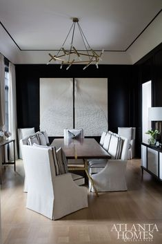 Broaddus plays up her penchant for high-contrast color palettes in the dining room