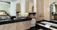 This fine example Art Deco bathroom makes extensive use of pink and black marble and is part of the Royal Suite at Claridges Hotel. Royal Bathroom, Art Deco Bathroom, 50s Bathroom, Miami Beach House, Fine Hotels, Modern Mansion, Luxury Accommodation, Hotel Suites, Traditional Bathroom