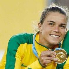 Isso é Brasil! Atleta da seleção brasileira de futebol tem medalha roubada