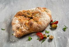 Olijf mozzarella brood #nieuwefotos #nieuwewebsite  #hetlekkerstebroodvannederland Www.lusciousloaf.nl
