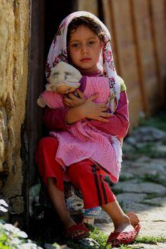Little Turkish Girl Precious Children, Beautiful Children, Beautiful People, Kids Around The World, People Of The World, Little People, Little Ones, Cute Kids Photos, Le Cri