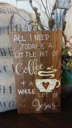 Necesito mi café, pero más necesito a mi Jesús! Esta cita popular es ideal para colgar en su cocina, junto a la cafetera o en una estación de café o bar. Añadir una libra de café y dar como regalo a tu amigo cariñoso de café!  Hechos a mano tablas de palets de madera reciclada que se han manchado y agobiados. La taza de café es mano de calibre 24 frío laminados en acero martillado entonces una maravillosa textura al metal. Se aplica un agente de oxidación y pintura para dar el metal eso…