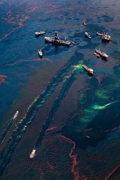 blue-voids:  Daniel Beltrá - Oil Spill #16