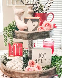 Valentine Decorations 528680443761198685 - Hi everyone. Before the weekend I decided to make a second tray for Valentine's Day. It's been so long since I made the… Source by LesPetitsClics Valentines Day Decorations, Valentine Day Crafts, Happy Valentines Day, Holiday Crafts, Holiday Fun, Holiday Decor, Valentine Table Decor, Valentine's Day Quotes, Valentine's Home Decoration