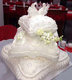 Hawaii Wedding Cake, Hawaii Cake, Wedding Cake Photos, Elegant Wedding Cakes, Wedding Cakes With Flowers, Beautiful Wedding Cakes, Wedding Cake Designs, Wedding Cupcakes, Wedding Cake Toppers