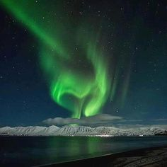 Heart of light.the aurora Borealis! Mother Earth, Mother Nature, Heart In Nature, Flotsam And Jetsam, Oh My Heart, Landscape Photos, In A Heartbeat, Cool Pictures, Northern Lights