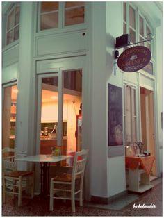 """Παραδοσιακό καφενείο """"Κύθηρα"""" Αθηνα Greek Cafe, Coffee Places, Cafe Interior, Athens, Traditional, Architecture, Memories, Homeland, Restaurants"""