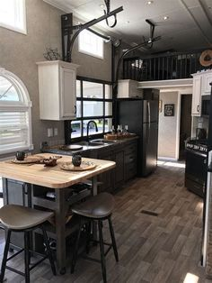 Tiny House Movement and Why it's so Popular - Rustic Design Tiny House Cabin, Tiny House Living, Tiny House Plans, Small Living, Modern Tiny House, Living Room, Tiny House Movement, Small Room Design, Tiny House Design