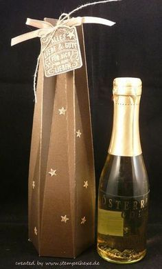 Wine Bottle Gift, Wine Bottle Covers, Wine Bottle Labels, Bottle Box, Scrapbook Box, Scrapbooking, Wrapped Wine Bottles, Creative Gift Wrapping, Paper Gift Box