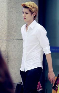 Heavy breathing. someone call the doctor. Need help. #kris #wuyifan