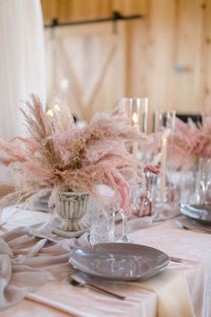 Wedding Decor Inspiration with Chic Neutrals, Pinks and Pampas Grass - Perfete Grass Centerpiece, Rose Centerpieces, Centerpiece Wedding, Fall Home Decor, Autumn Home, Wedding Themes, Wedding Decorations, Brides Room, Baby Shower Decorations For Boys