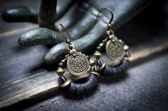african tribal earrings • hoop earrings • black rubber discs • black and white indonesian glass • bohemian • gipsy • bronze • ethnic jewelry